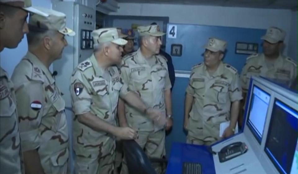 أول صدقى صبحى يشهد أحد الأنشطة التدريبية لقوات الدفاع الجوى - YouTube[(001496)2016-08-23-454...jpg
