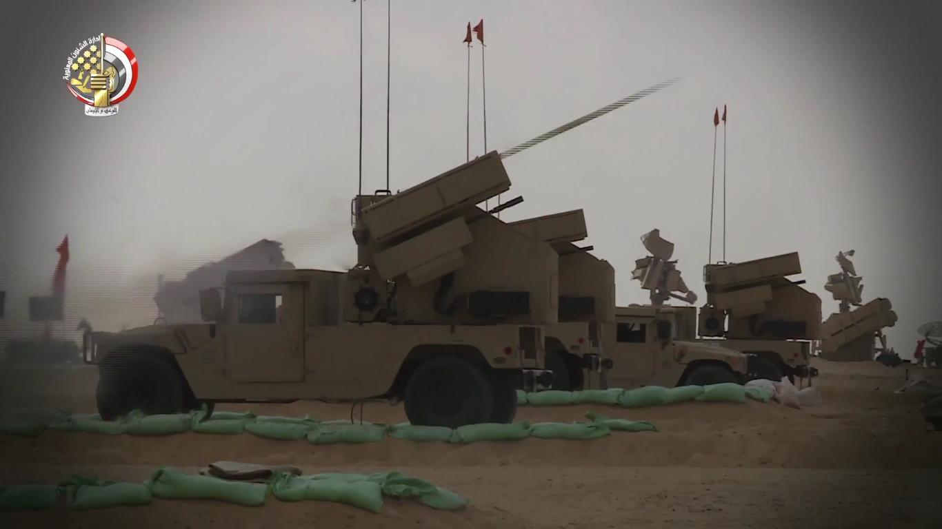 أول صدقى صبحى يشهد بيان الرماية الصاروخية -حماة السماء 2- لوحدات من قوات الدفاع الجوى - YouTu...JPG