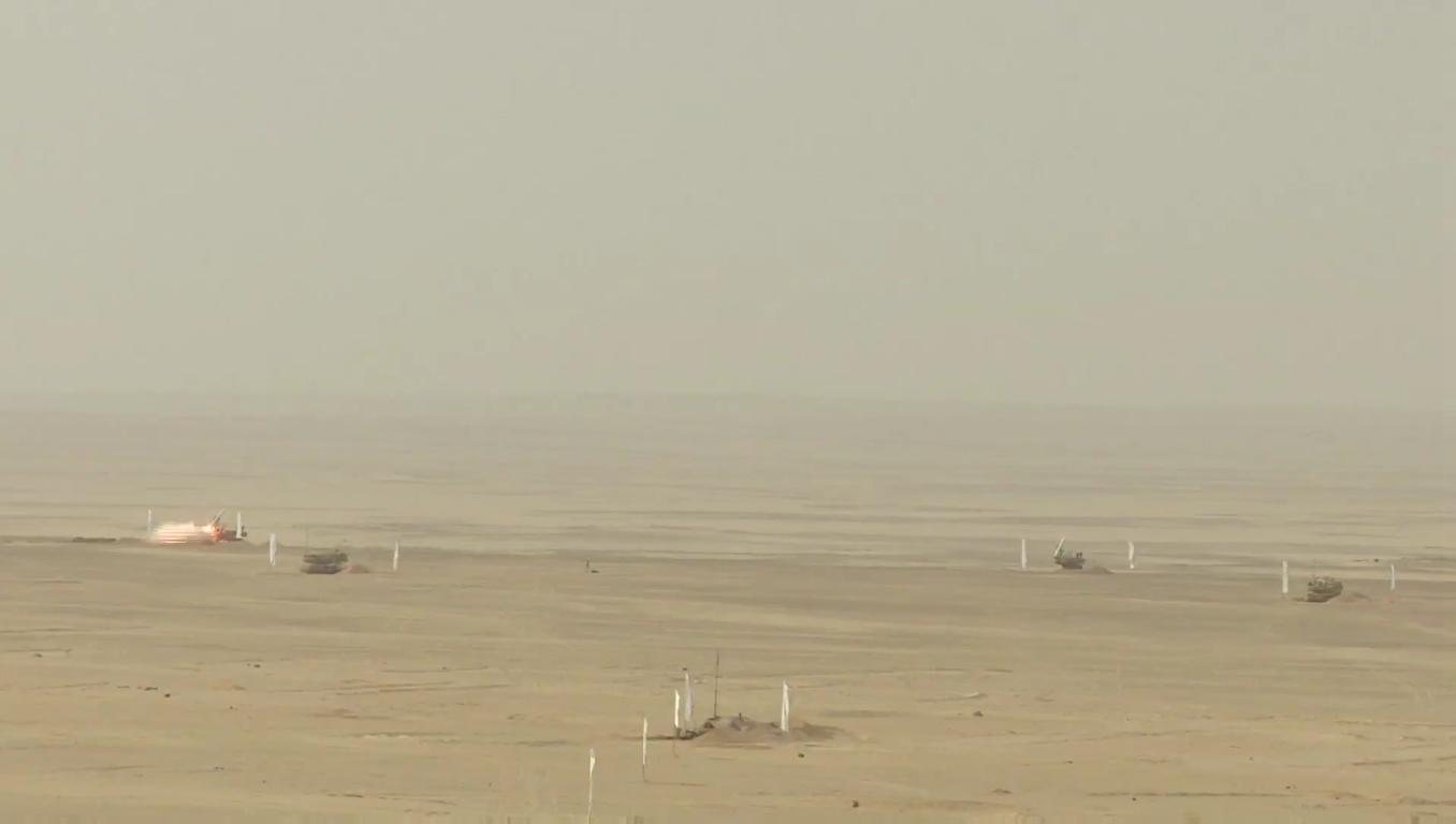 السيسى يشهد بيان الرماية الصاروخية -حماة السماء- لوحدات الدفاع الجوى - YouTube[(000681)2018-1...JPG