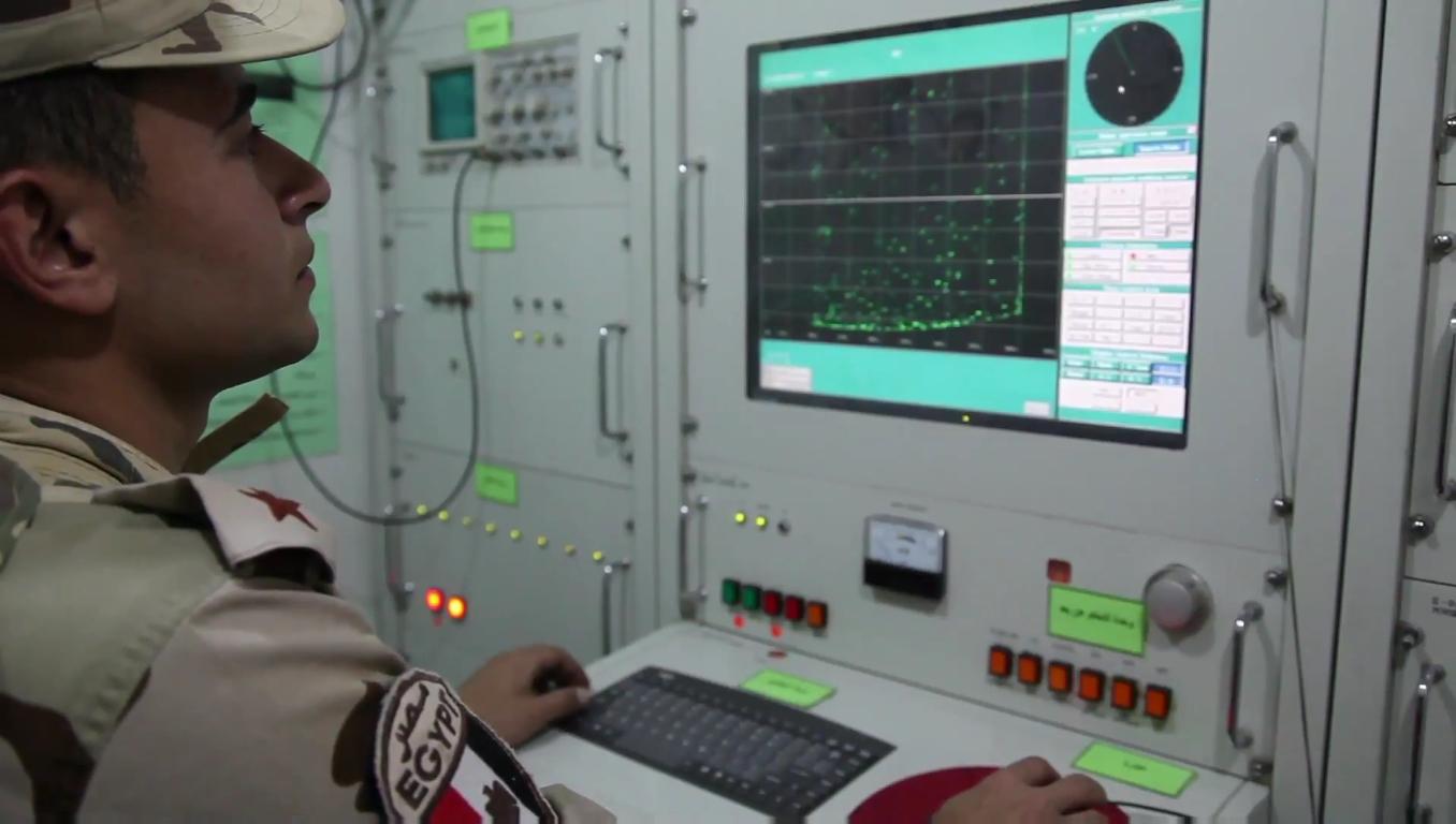 السيسى يشهد بيان الرماية الصاروخية -حماة السماء- لوحدات الدفاع الجوى - YouTube[(001719)2018-1...JPG