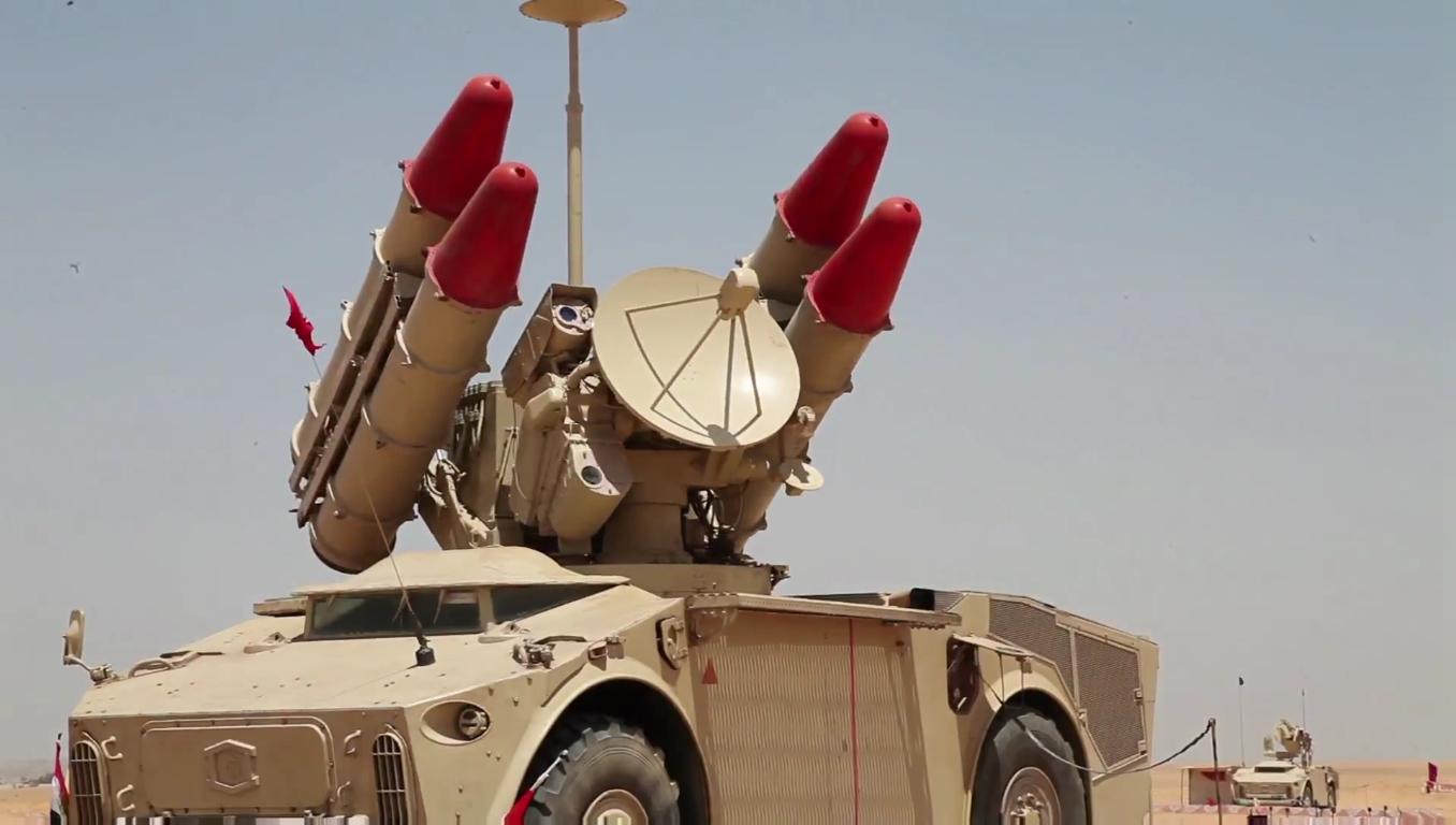 السيسى يشهد بيان الرماية الصاروخية -حماة السماء- لوحدات الدفاع الجوى - YouTube[(001814)2018-1...JPG
