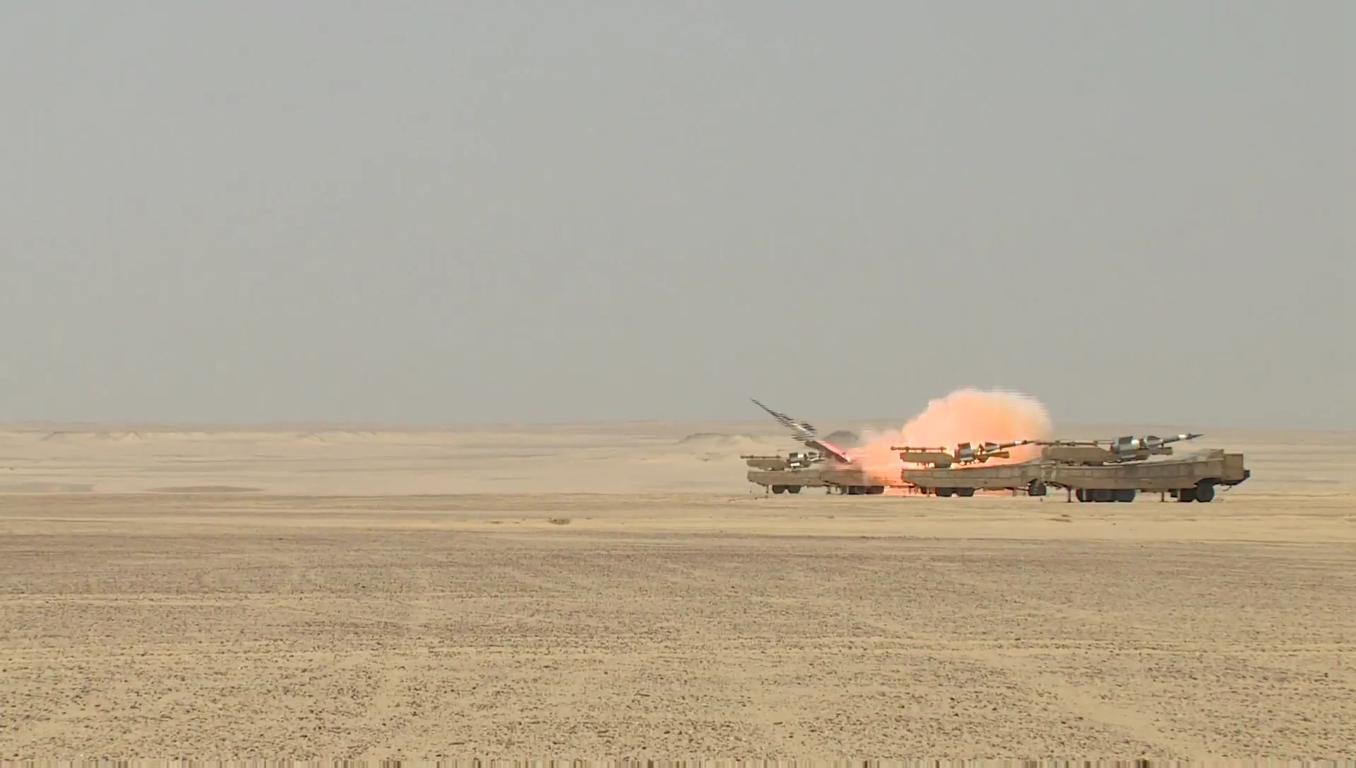 السيسى يشهد بيان الرماية الصاروخية -حماة السماء- لوحدات الدفاع الجوى - YouTube[(001896)2018-1...JPG