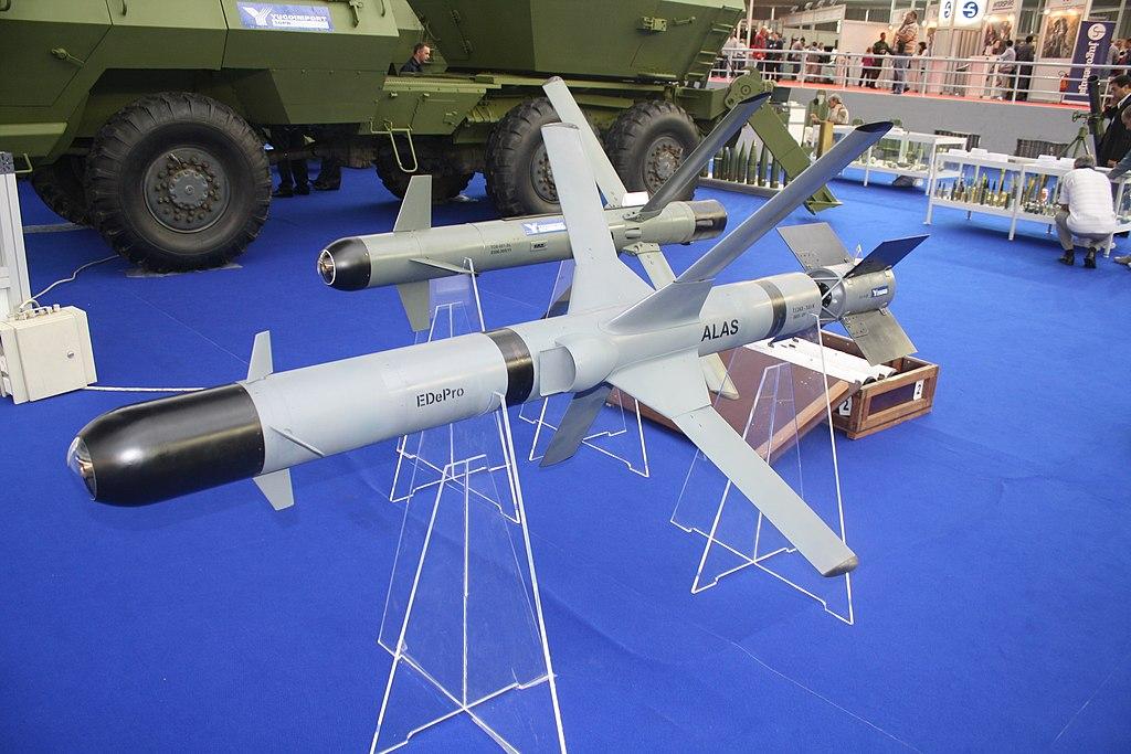 1024px-Ракета_АЛАС_изложена_на_сајму_наоружања_и_војне_опреме_Партнер_2011.jpg