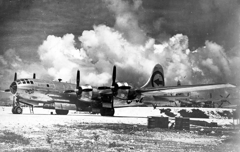 enola-gay-boeing-b-29-on-6-august-1945-during-the-final-news-photo-1591657708.jpg