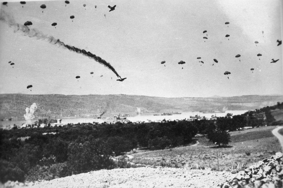 gallery-1465501426-paratroopers-crete-41.jpeg