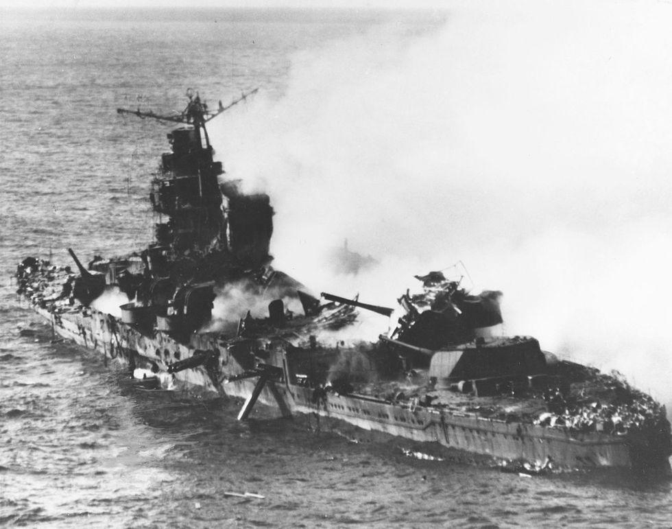 gallery-1465585724-sinking-of-japanese-cruiser-mikuma-6-june-1942.jpg
