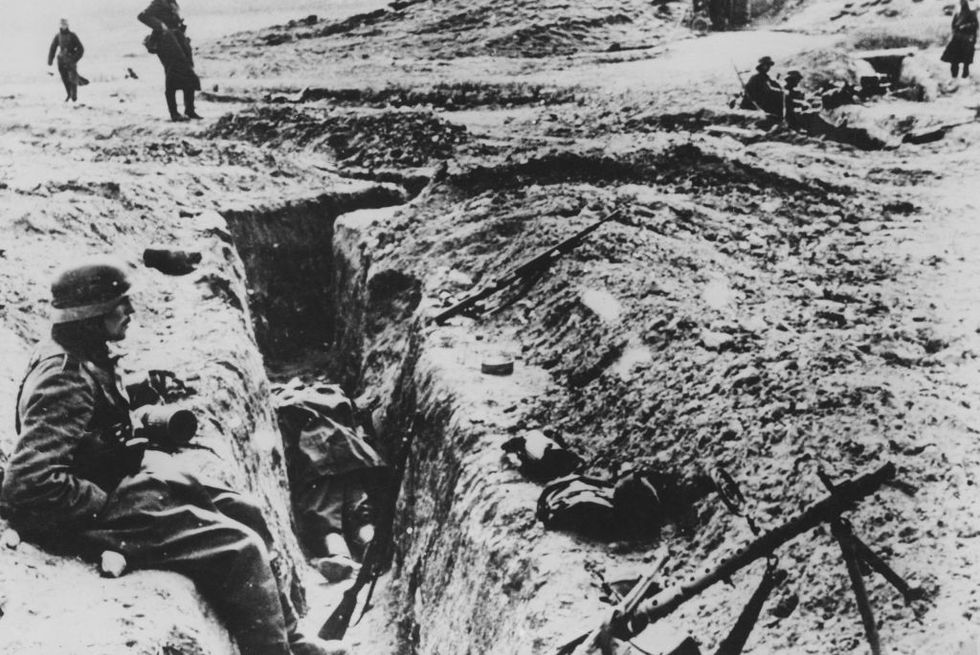 german-troops-occupying-a-captured-soviet-trench-near-news-photo-1602690796.jpg