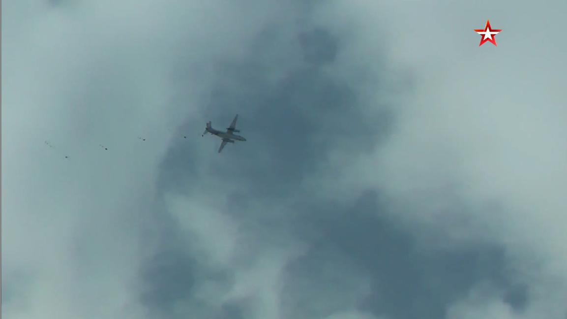 Screenshot_2021-04-09 На Камчатке 600 морпехов десантировались с парашютом из четырех самолето...png