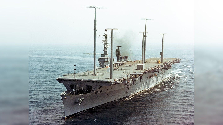 USS_Wright_CC-2_underway_at_sea_on_25_September_1963_KN-58851.jpg
